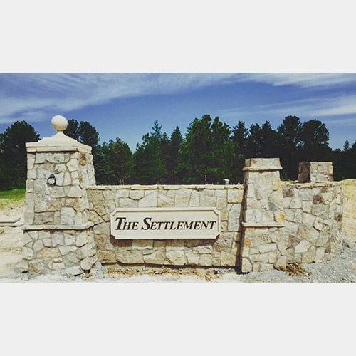 settlement-entrance-monument